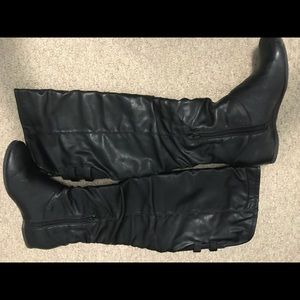 Shoes - Black leather boot, 6